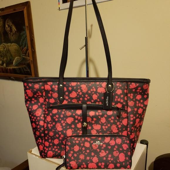 Coach Handbags - EUC Coach Set